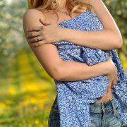 julia-zur-kirschbluete-a21099605